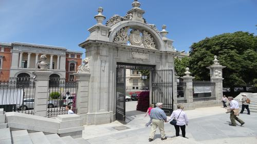 Felipe IV gate -Parque del retiro- Three days madrid