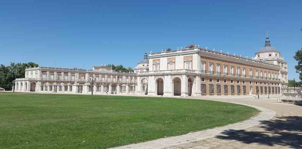 Front of Royal Palae Of Aranjuez -one day in madrid