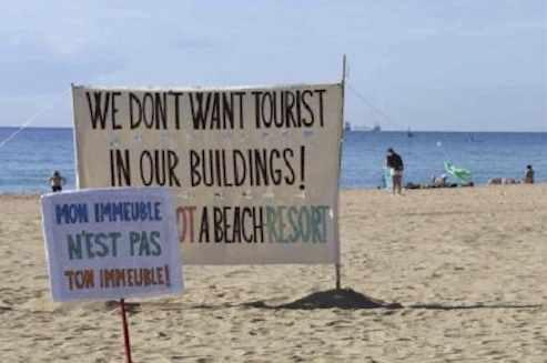 Negative ads barcelona beach: Barcelona Hate Tourist
