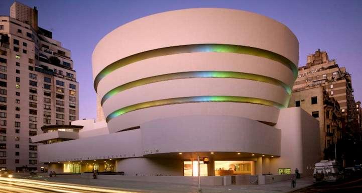 Museum Guggenheim - Walking Bilbao