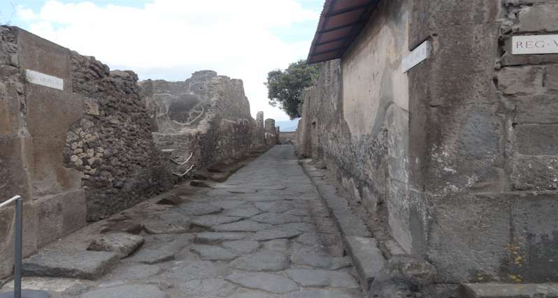 Main Street of Pompeii -the Vettii House: Pompeii - Italy