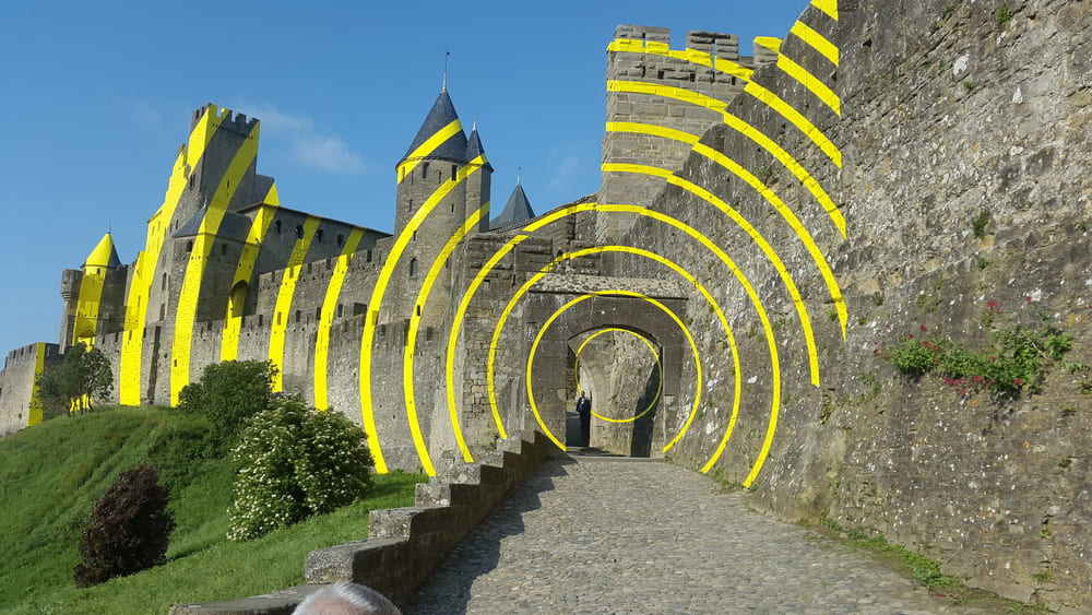 "The Swiss artist Ticino Felice Varin ; ""eccentric concentric circles"" Artistic Walls of Carcassonne"