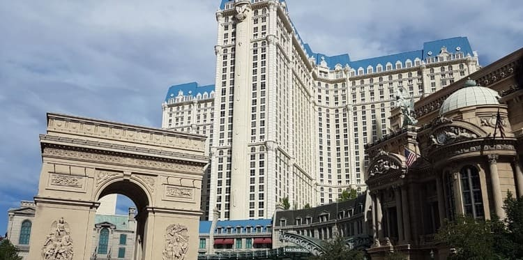 Hotel paris -triumphal arch Las Vegas: Traveling Europe Without Leaving the United States
