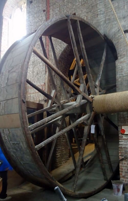 Beverley-Minster Medieval TreadWheel Crane - traveling-cooking