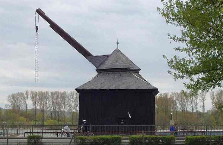 Medieval Treadwheel Cranes in Germany - Oestricher Kran en Rheingau 1744