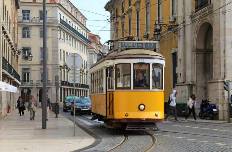 My Lovely Days in Lisbon - Trolley car
