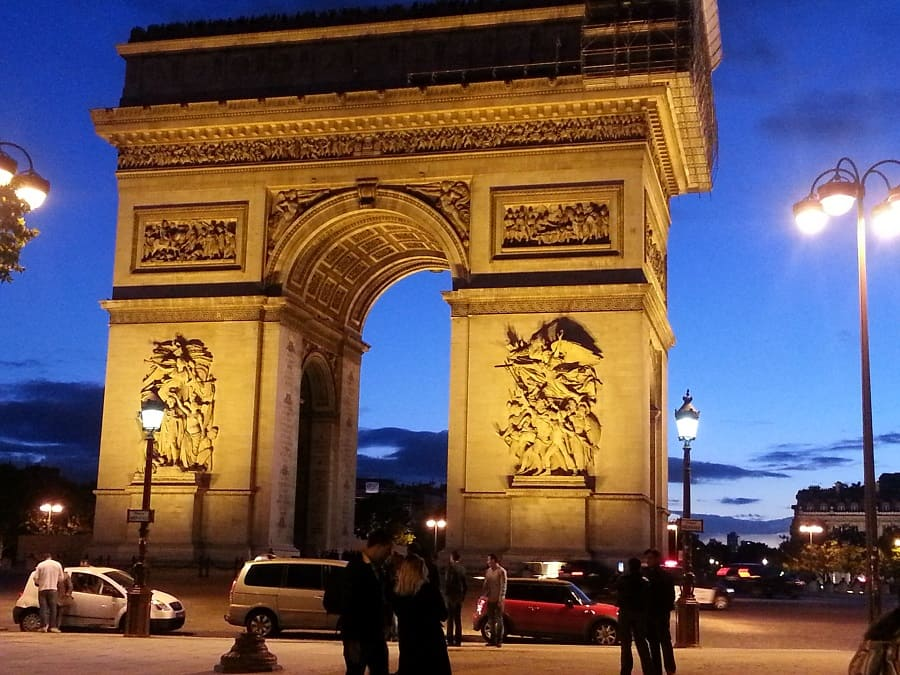 Arc of Triunph Travel Guide 2020 -#Paris Travel Guide 2020 : First Day Paris Travel Guide 2020: Walk in three days and get to know the main sites, included and some recommendations do not waste a minute of time #France #travel #trip