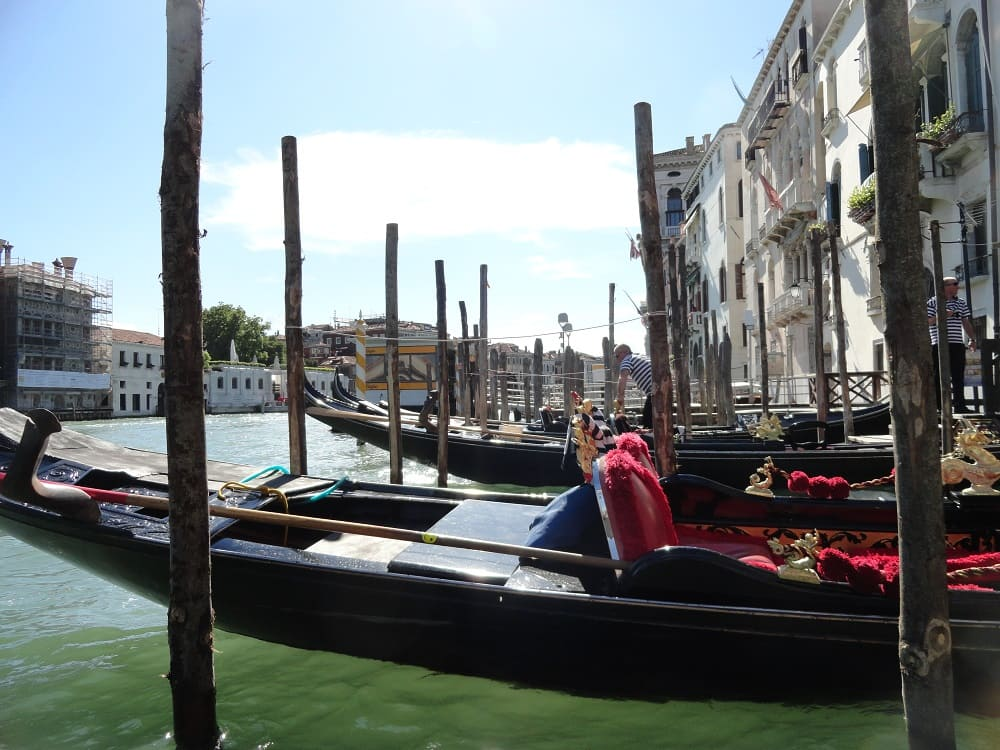 Gondola - venice fall in love -Venice Fall in 3Love - Small Channel -Falling in Love with #Venice from The First Day Venice is a city where it is impossible not to fall in love. The whole city is charming, its monuments, buildings, streets and canals filled with the Venetian soul. #vacations