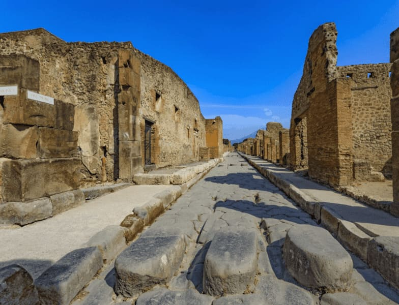 History of Tourism: Pompeii in 89 BC was besieged by Lucio Cornelio Sila. And he surrendered in the year 80 a. After this episode, Sulla established a colony with the name of Colonia Cornelia Veneria Pompeianorum. The inhabitants received Roman citizenship shortly after, but were removed from part of their territory. #history #vacation