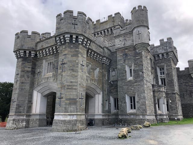 Lake District National Park Castles of  Wray, #Muncaster, Penrith and Sizergh #Wray Castle, which has a medieval appearance, is located on the shores of Lake Windermere. But it turns out that it was built in 1840 #UK