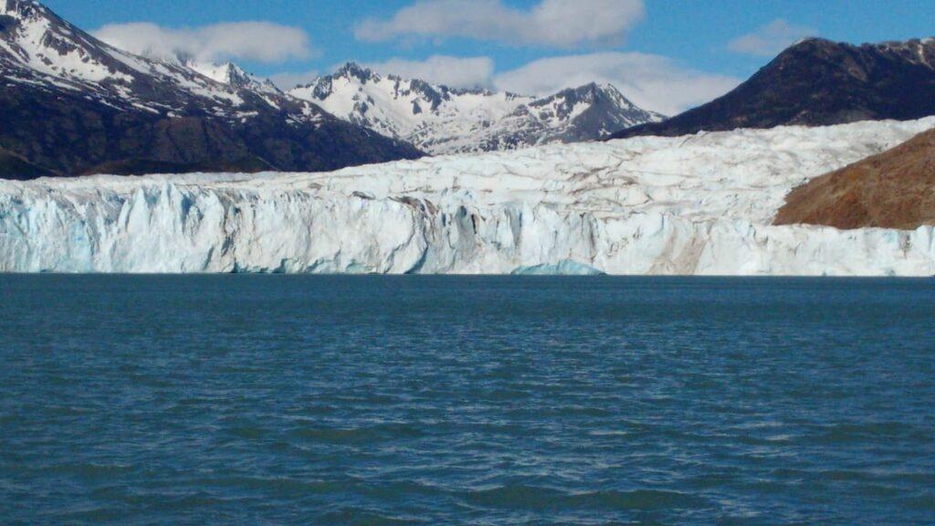 Hiking on Glacier Viedma - Glacier Walls