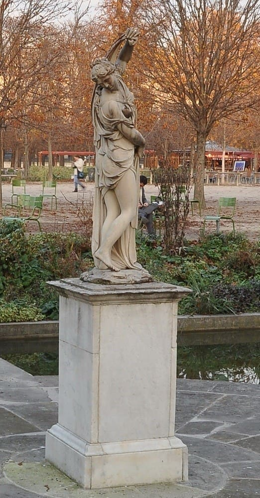 Aphrodite Callipyge on Tuileries Garden --Venus Callipyge: The Roman Statue of the Beautiful Buttocks Goddess of the Beautiful Buttocks It is used to designate the famous statue of Aphrodite known as the Venus Callipyge, currently in the Archaeological Archeological Museum of Naples