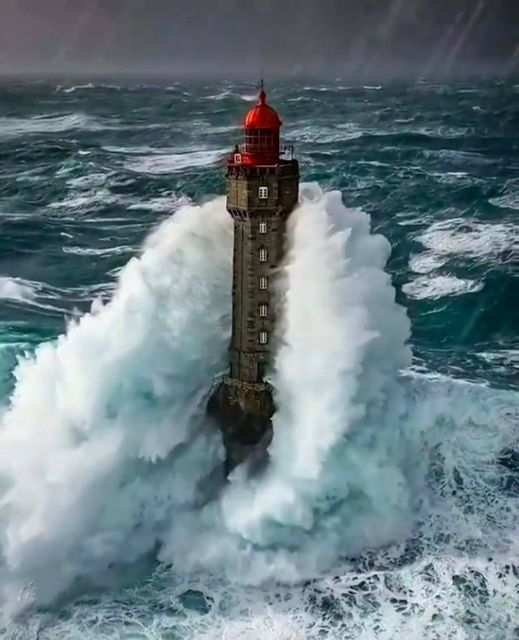 """La Jument """"the mare"""" is the name of a #lighthouse at the Northwestern part of France, Brittany. The lighthouse is built on a rock (that is also called La Jument) about 300m from the coast of the island of Ushant, which marks the north-westernmost point of metropolitan #France"""