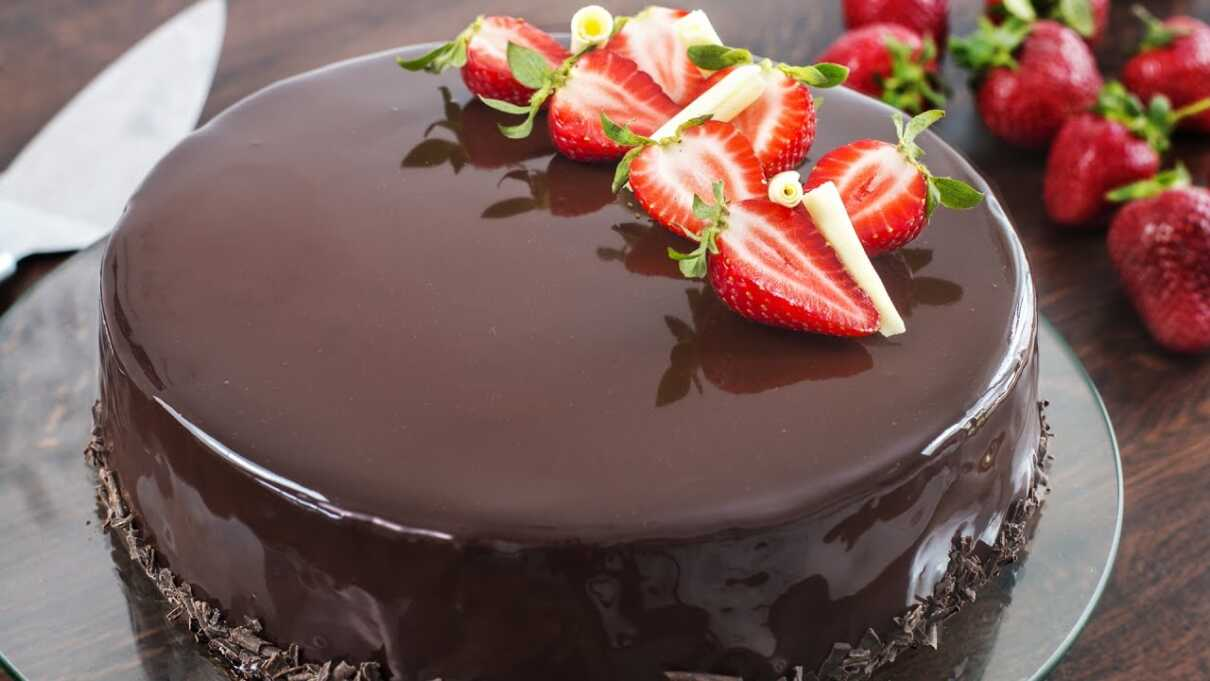 Chocolate pudding for #Christmas 2021 with hot #Chocolate sauce -Christmas pudding isn't for everyone and, even though I have faith in my pudding's ability to convert. #recipe #love #desserts