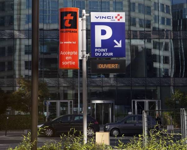 Travel to France by Car: Parking
