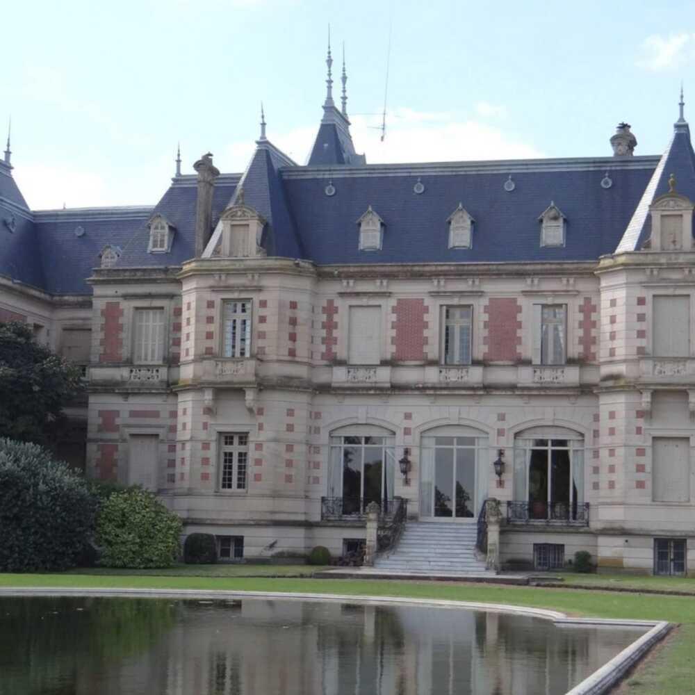 Front of Huetel Palace