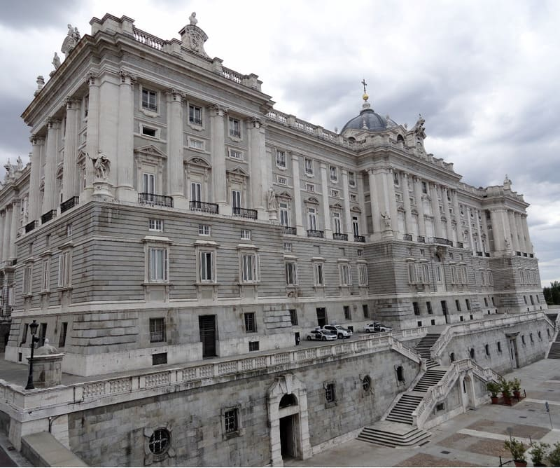 Royal Palace and crossing the Plaza de Oriente